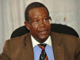 Le ministre ougandais de l'Eau et de l'Environnement, M. Ephraim Kamuntu